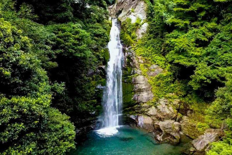 銚子の滝 愛媛県新居浜市の滝!ドローン撮影の風景とアクセス!四国の渓谷の風景