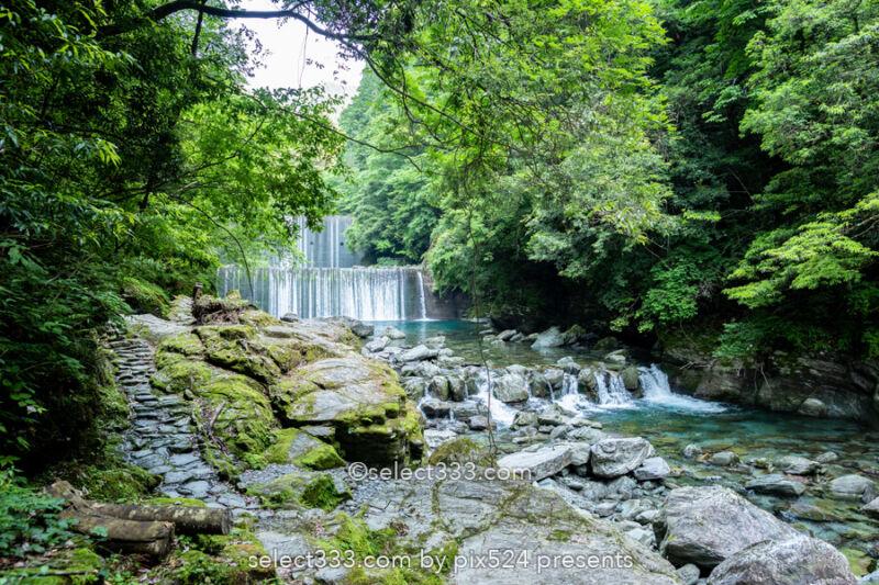 安居渓谷の風景と水晶淵!仁淀ブルーの安居川のほとりを散策!高知県の景勝地