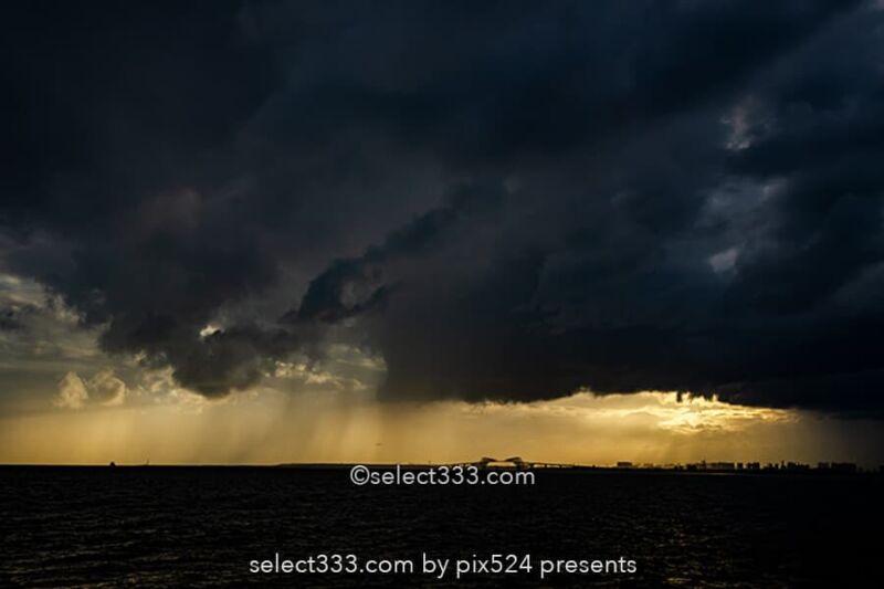 ゲリラ豪雨の雨柱を撮ってみよう!雲から落ちる雨の様子を撮影!局地豪雨と雨の柱撮影