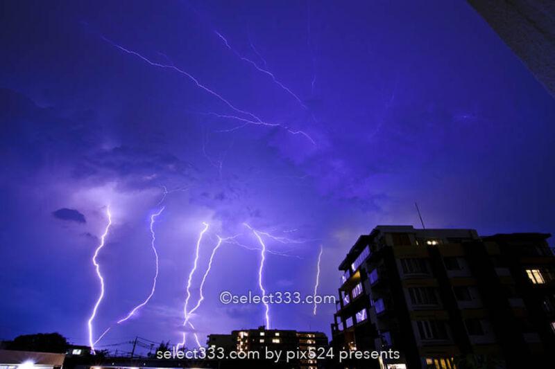 雷の撮影方法は?雷雨が迫る前に自動処理で安全にカミナリ撮影!車内や屋内で撮る気象現象
